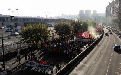 Estudiantes en Movimiento con las trabajadoras de Alcoa